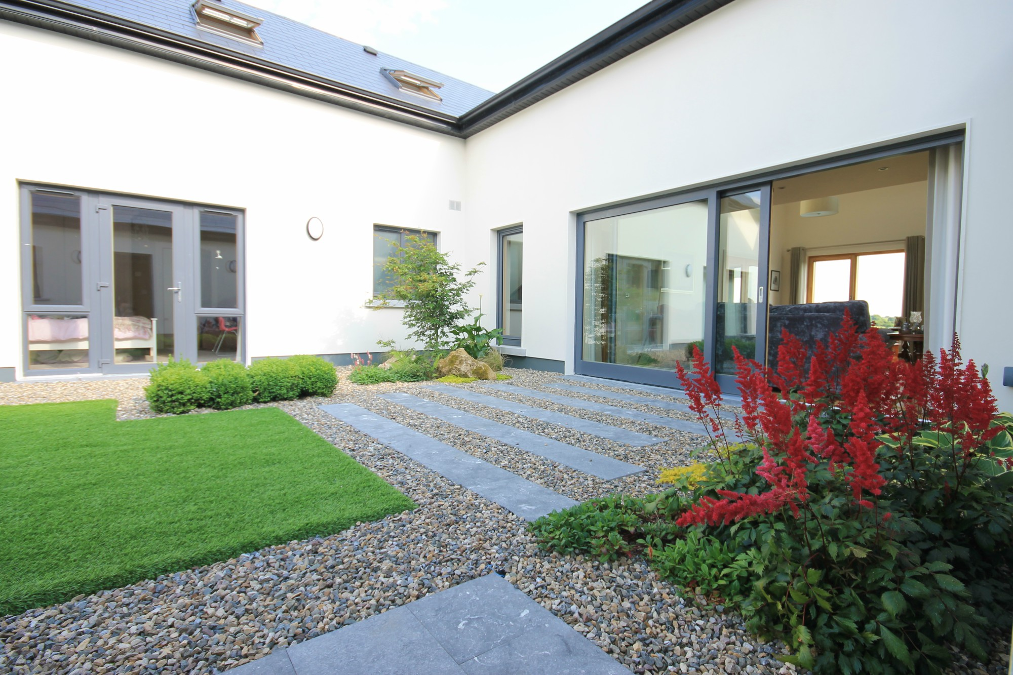 Garden-design-artificial-grass-paving