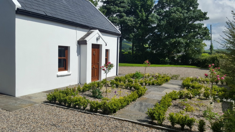 Irish-traditional-cottage-front-door-landscaping