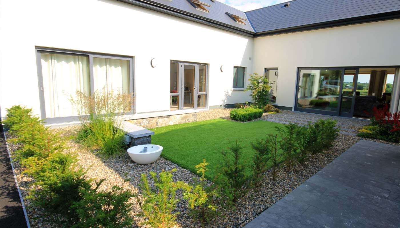artificial-grass-landscaping-courtyard-design